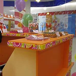 Оборудование и оформление павильона для магазина сладостей